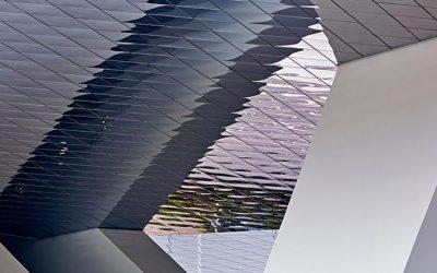 Am Gebäude Kronenstr. 25, die Region Stuttgart in ihrer ganzen Breite, Vielfalt, Unverwechselbarkeit als Teil einer starken Raumschaft identitätsstiftend darstellen